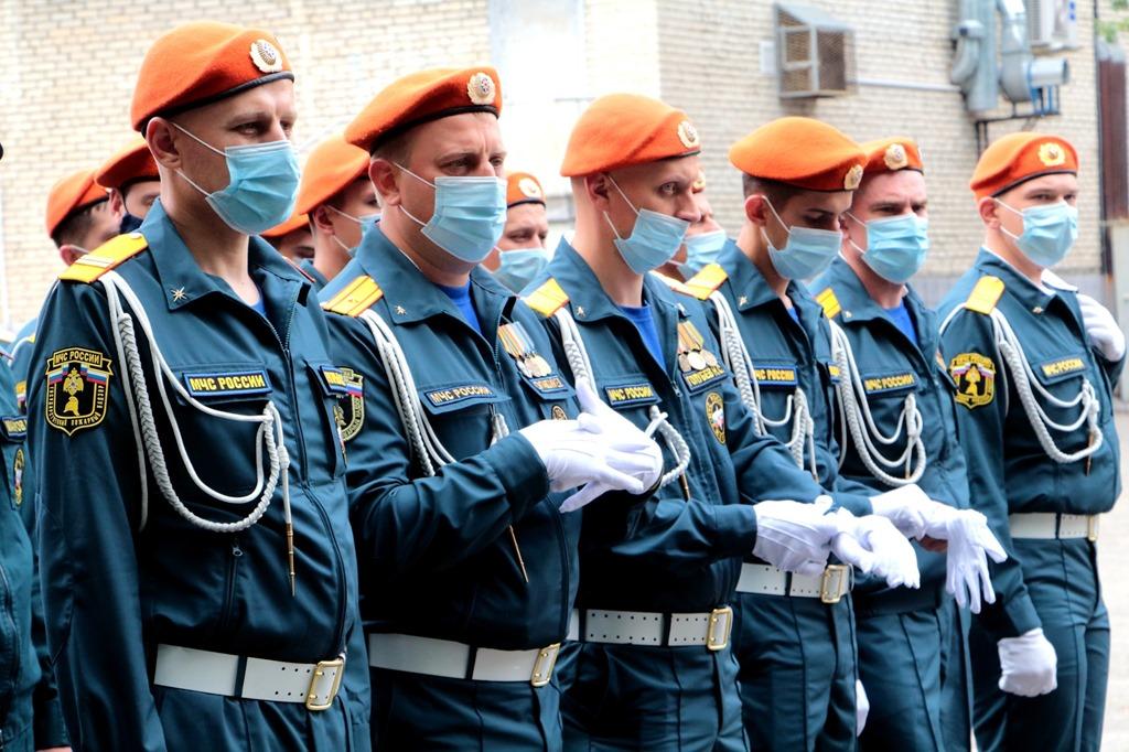 Сотрудники МЧС готовятся к Параду Победы в Калининграде