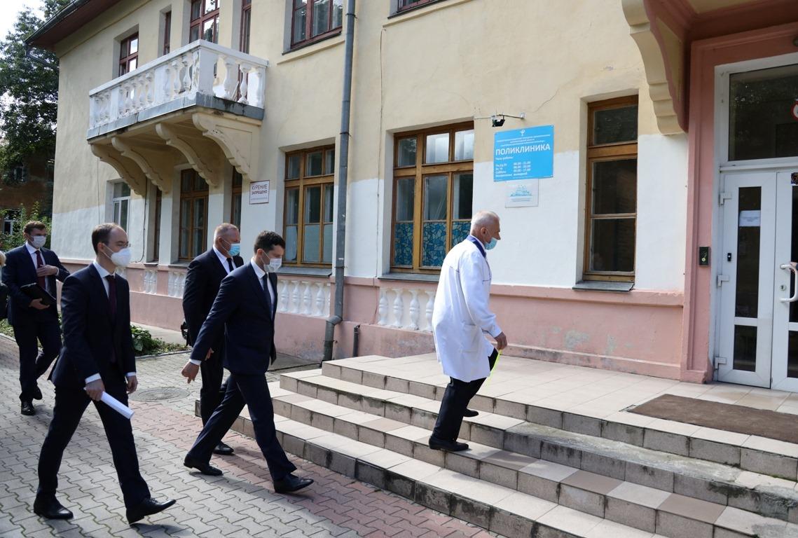Алиханов оценил «неплохо выглядящую больницу» в Балтийске