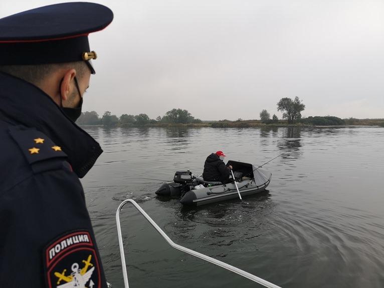 Полицейские устроили рейд по акватории Калининградского морского канала
