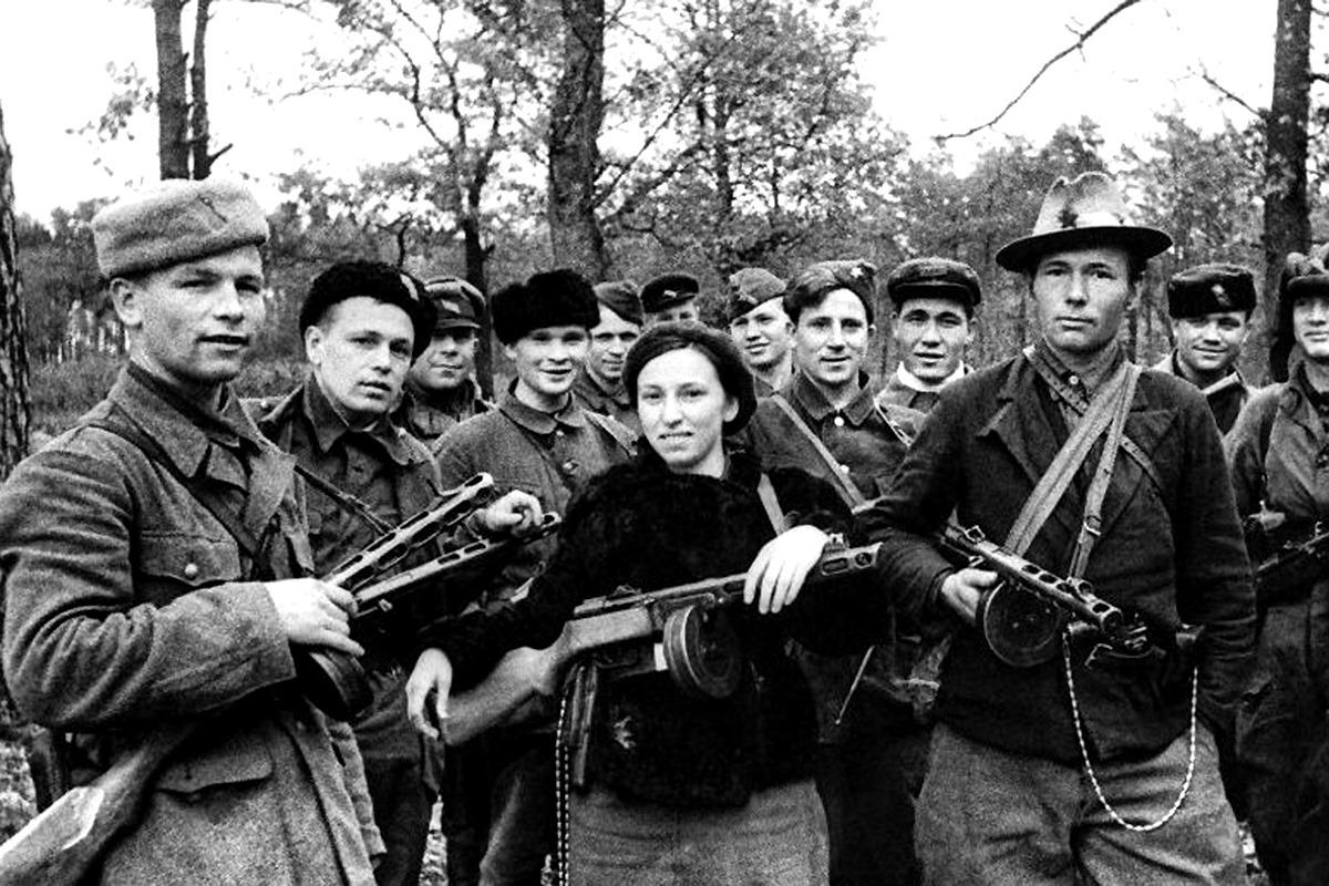 БФУ представил мультимедийный спецпроект «Движение Сопротивления: вклад антифашистских формирований в общую Победу»