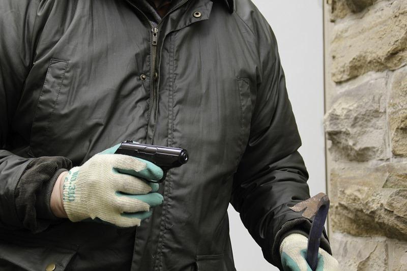 burglar-1216195_960_720